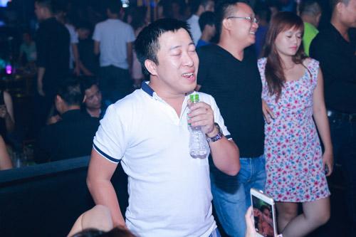 Khắc Việt bất ngờ trước tình cảm của fan - 8