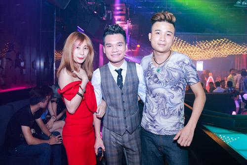 Khắc Việt bất ngờ trước tình cảm của fan - 12