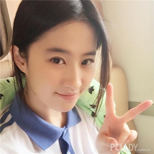 """Lưu Diệc Phi vào vai nữ sinh 17 tuổi """"ăn cơm trước kẻng"""" - 3"""