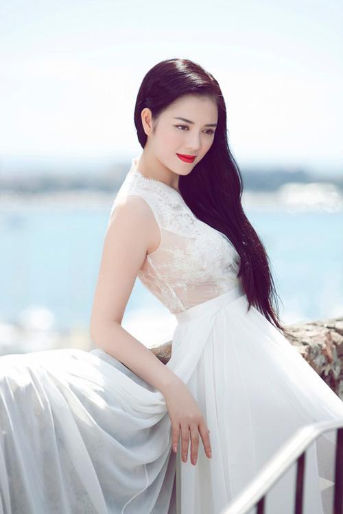 8 bà chủ trẻ tài ba, gợi cảm của showbiz Việt - 1