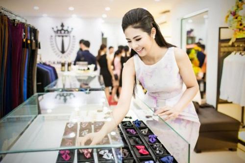 8 bà chủ trẻ tài ba, gợi cảm của showbiz Việt - 9