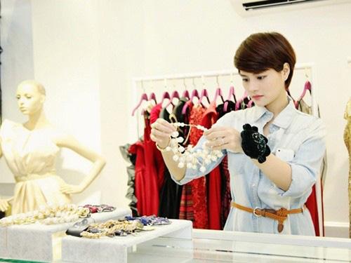 8 bà chủ trẻ tài ba, gợi cảm của showbiz Việt - 6