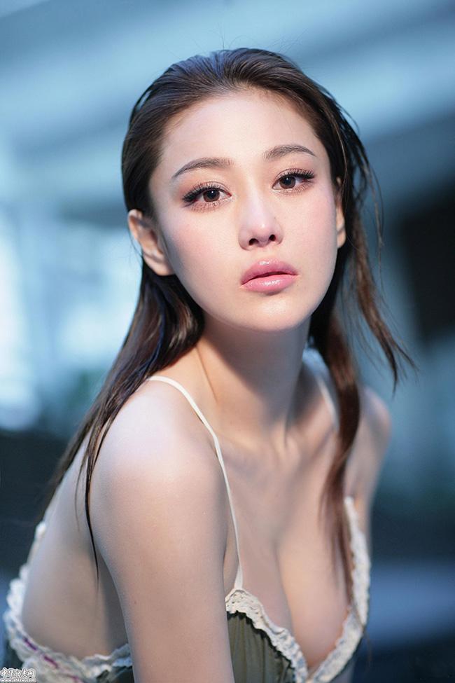 Trương Hinh Như là mỹ nhân được nhiều mày râu yêu mến nhờ sở hữu đường cong chết người cùng khuôn mặt xinh đẹp