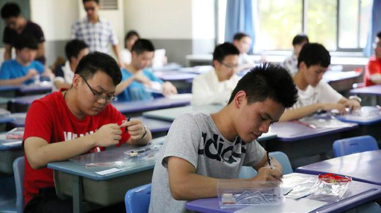 """Những đề thi đại học """"bá đạo"""" ở Trung Quốc - 1"""
