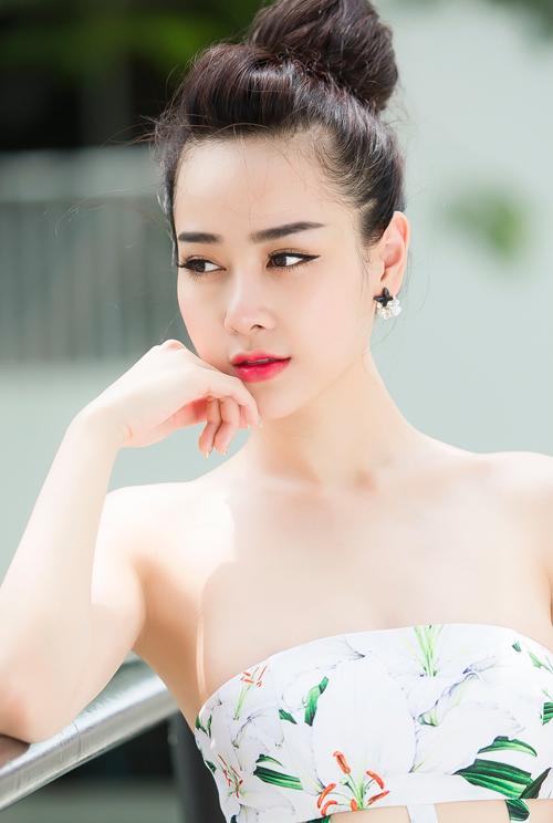"""""""Hot girl bán hàng online"""" mê diện váy điệu xuống phố - 1"""