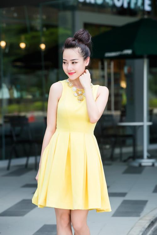 """""""Hot girl bán hàng online"""" mê diện váy điệu xuống phố - 11"""