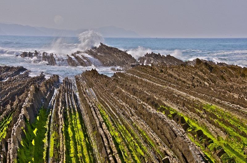 """Bãi biển """"siêu độc"""" có đá sắc nhọn như răng cưa - 2"""
