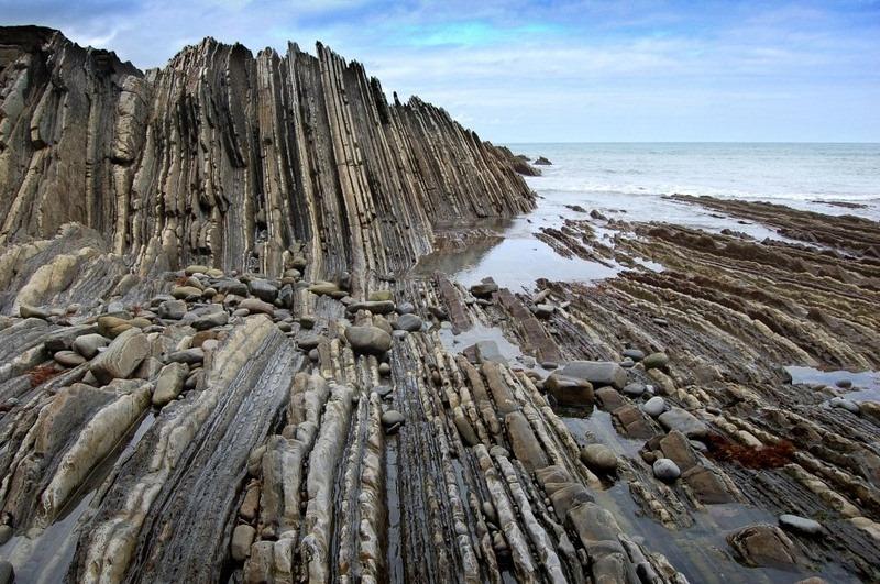"""Bãi biển """"siêu độc"""" có đá sắc nhọn như răng cưa - 5"""