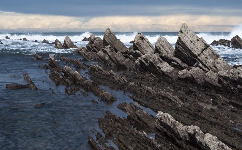 """Bãi biển """"siêu độc"""" có đá sắc nhọn như răng cưa - 7"""