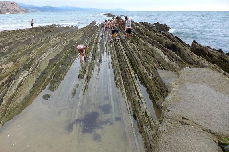 """Bãi biển """"siêu độc"""" có đá sắc nhọn như răng cưa - 10"""