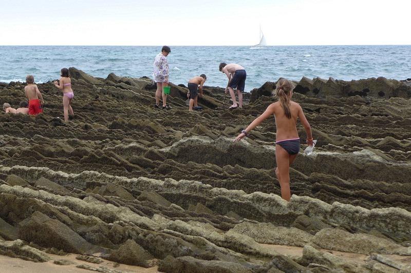 """Bãi biển """"siêu độc"""" có đá sắc nhọn như răng cưa - 9"""