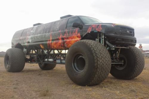 """Ford Excursion """"siêu dài"""" vô cùng hầm hố - 1"""