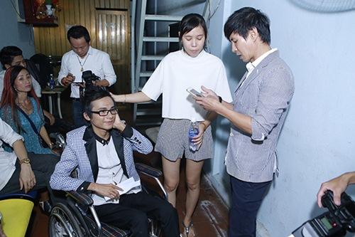 Sao Việt hết lòng ủng hộ ca sĩ Thái Lan Viên - 7