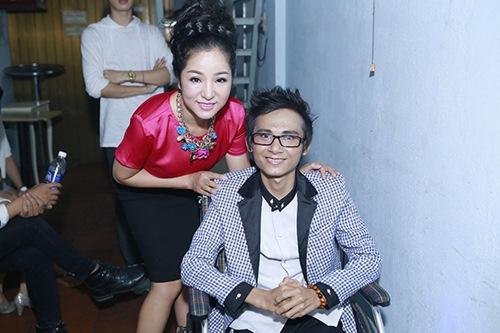 Sao Việt hết lòng ủng hộ ca sĩ Thái Lan Viên - 2