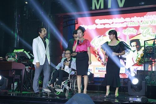 Sao Việt hết lòng ủng hộ ca sĩ Thái Lan Viên - 4