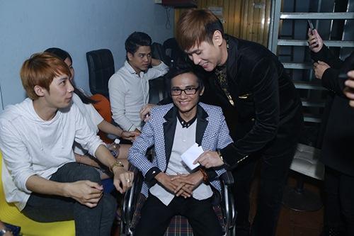 Sao Việt hết lòng ủng hộ ca sĩ Thái Lan Viên - 10
