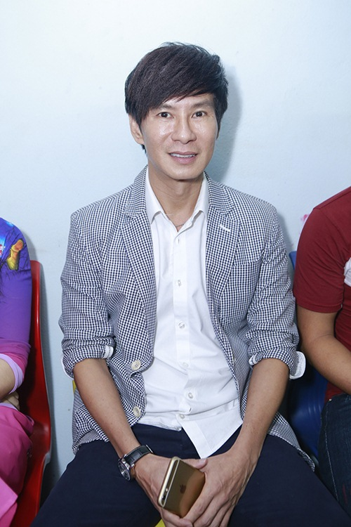 Sao Việt hết lòng ủng hộ ca sĩ Thái Lan Viên - 9