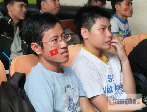 Fan nữ khóc hết nước mắt khi U23 VN bị loại - 11