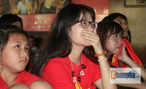 Fan nữ khóc hết nước mắt khi U23 VN bị loại - 13