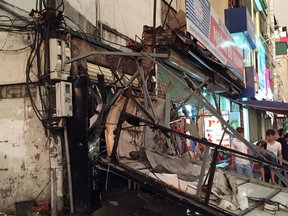 Ảnh: Giông lốc kinh hoàng, giao thông Hà Nội nhiều nơi tê liệt - 33