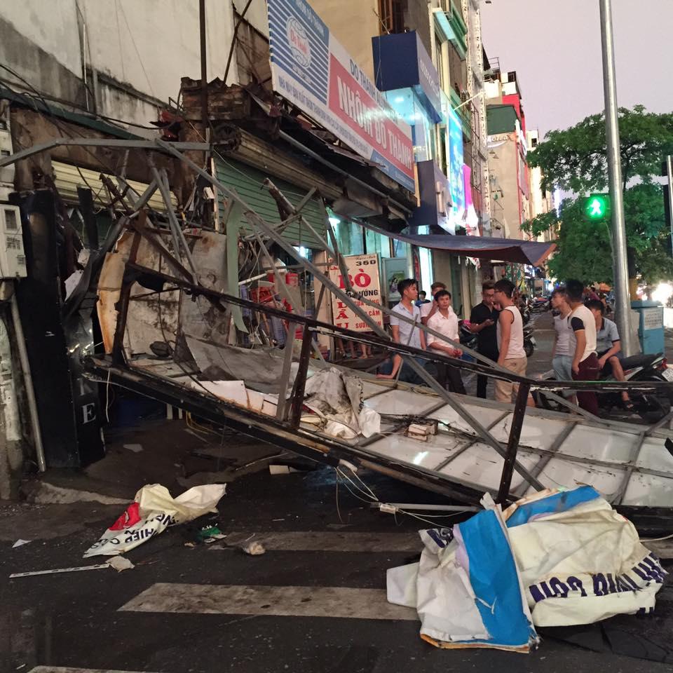 Ảnh: Giông lốc kinh hoàng, giao thông Hà Nội nhiều nơi tê liệt - 32