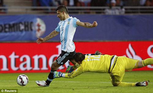 Argentina - Paraguay: Cú sốc đầu tiên - 3