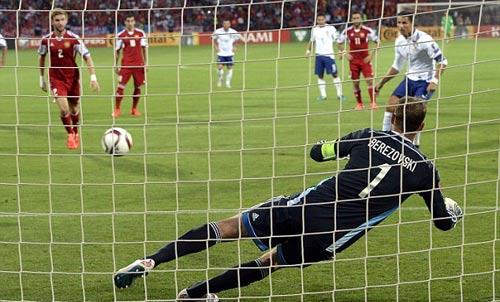 Ronaldo ngây ngất với cú hat-trick cùng ĐT BĐN - 1