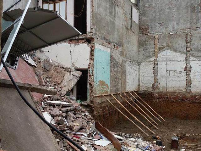 Nhà 3 tầng bỗng dưng sập đổ lúc sáng sớm - 2