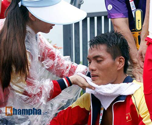 Nam VĐV Việt Nam khóc ngất vì mất vàng SEA Games - 10