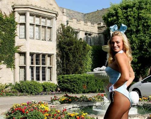 """9 tiết lộ kinh dị từ người mẫu về lâu đài """"ăn chơi"""" Playboy - 1"""