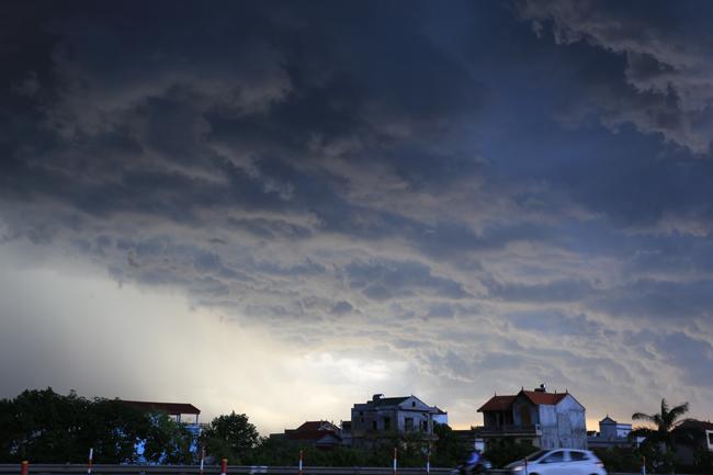 Đêm nay, mưa giông bao phủ khắp miền Bắc - 1