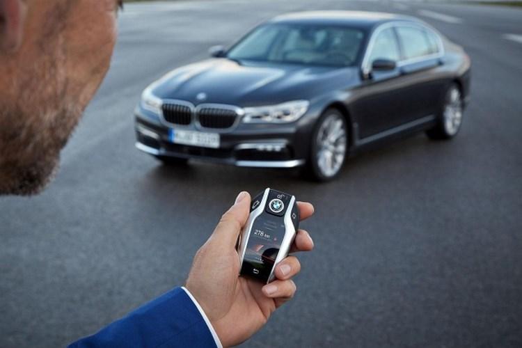 """5 công nghệ của BMW 7-Series khiến bạn """"sướng như vua"""" - 1"""