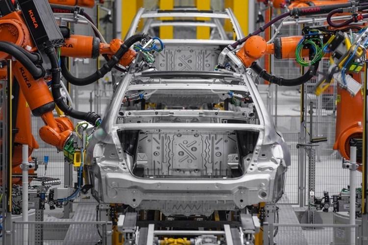 """5 công nghệ của BMW 7-Series khiến bạn """"sướng như vua"""" - 8"""