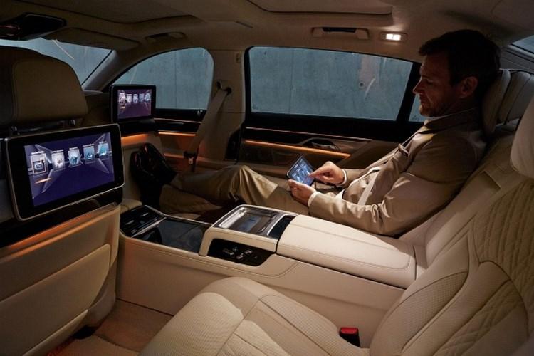 """5 công nghệ của BMW 7-Series khiến bạn """"sướng như vua"""" - 2"""