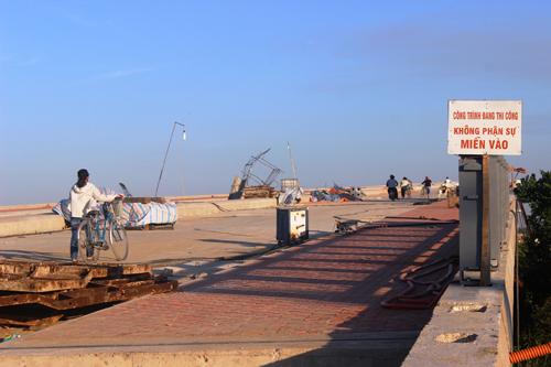 Ảnh: Liều mạng qua cầu đang thi công dở ở Quảng Nam - 6