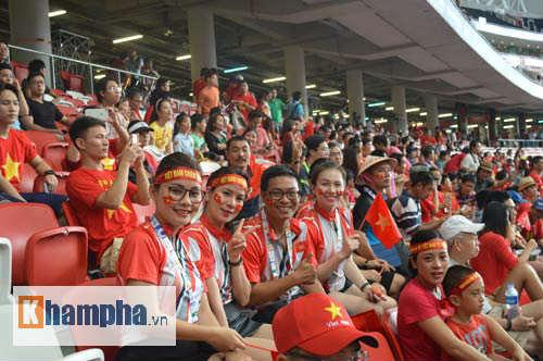 CĐV Việt ở Singapore: Niềm vui chưa trọn, hẹn SEA Games sau - 5