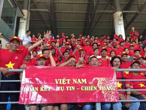 CĐV Việt ở Singapore: Niềm vui chưa trọn, hẹn SEA Games sau - 1