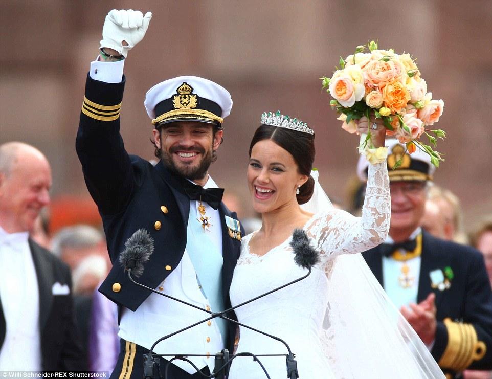 Theo & nbsp;BBC, Hoàng tử Carl Philip là con thứ hai của Vua Thụy Điển và hiện đang xếp hàng thứ 3 trong bảng thừa kế ngai vị Hoàng gia Thụy Điển, sau chị gái là Công chúa Victoria và con gái của Công chúa Victoria, Công chúa Estelle.
