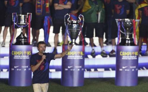 Real chúc mừng cú ăn 3, Barca mất toi 600 nghìn VNĐ - 2