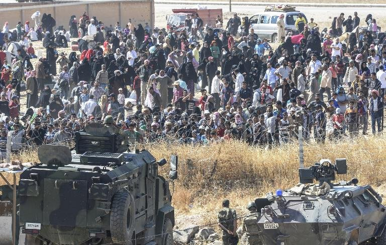 Dân cắt rào biên giới bỏ chạy dưới họng súng IS - 1