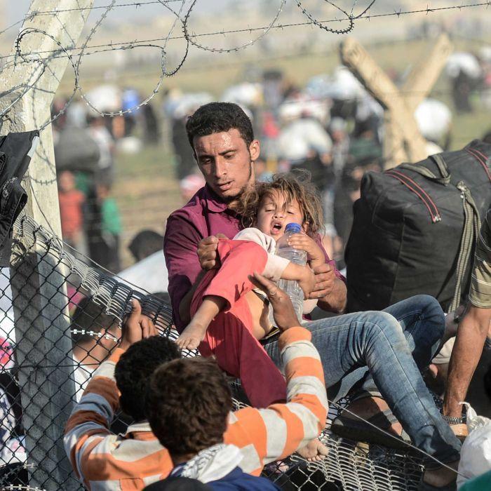 Dân cắt rào biên giới bỏ chạy dưới họng súng IS - 5