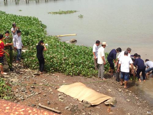 Cùng lúc phát hiện hai thi thể trên sông Đồng Nai - 1
