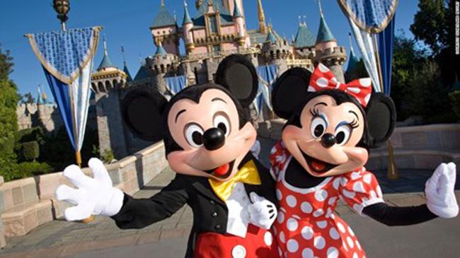 3. Disneyland, California, Mỹ. Sẽ không gì thú vị bằng việc thăm quan công viên Disneyland tại Anaheim, California - công viên đầu tiên trong tất cả các công viên giải trí Disney hiện có ở Mỹ và trên thế giới.
