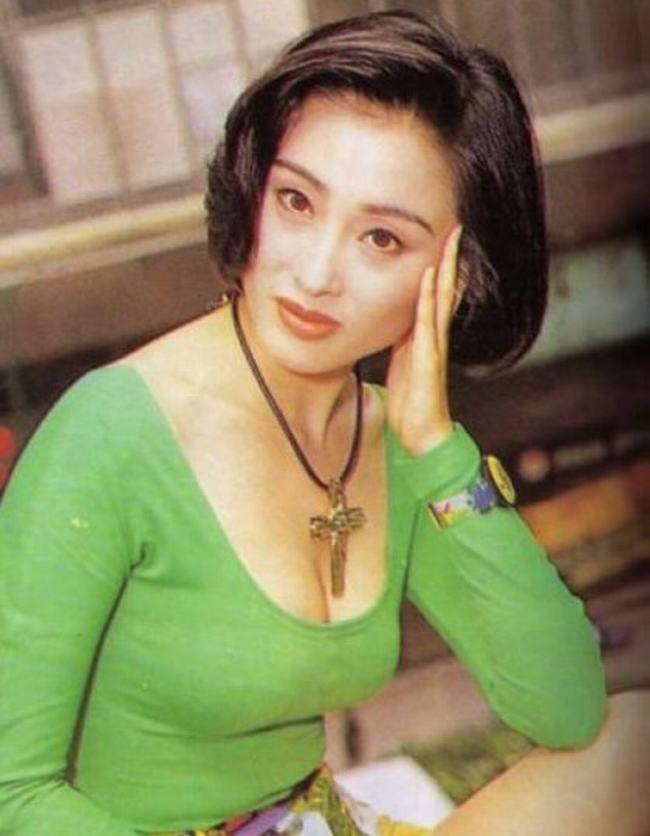 Mỹ nhân đẹp nhất phim Châu Tinh Trì trẻ khó tin ở tuổi 47 - 13