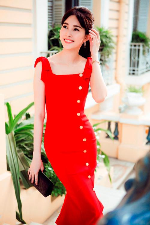 Hoa hậu Thu Thảo khoe dáng chuẩn nhờ váy bó sát - 1