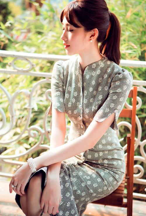 Hoa hậu Thu Thảo khoe dáng chuẩn nhờ váy bó sát - 5