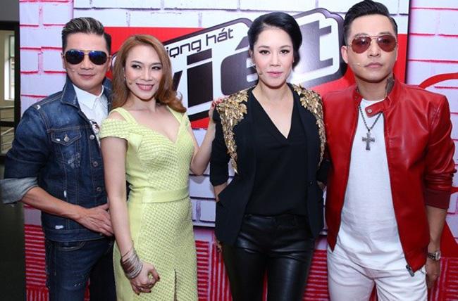 """Năm 2015, Thu Phương bất ngờ trở lại quê nhà để tham gia Tứ quyền lực của chương trình  """" ăn khách """"  The Voice"""