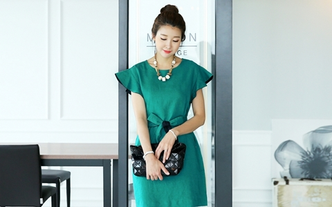Những mẫu váy liền hút mắt dành cho dân công sở