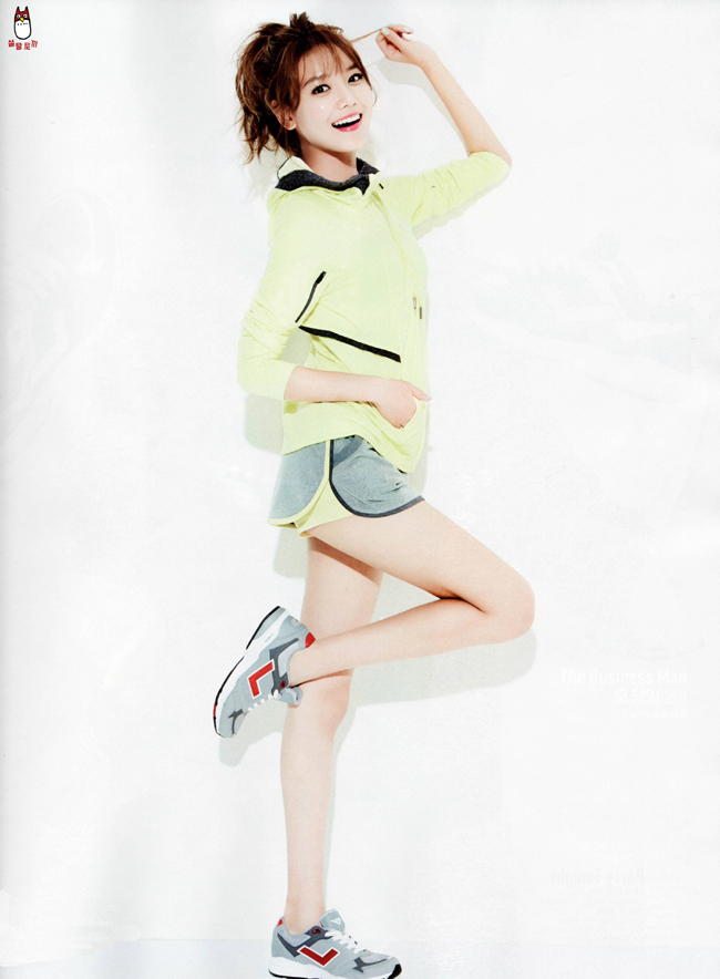 Nữ ca sĩ khoe chân đẹp trong một shoot hình thời trang