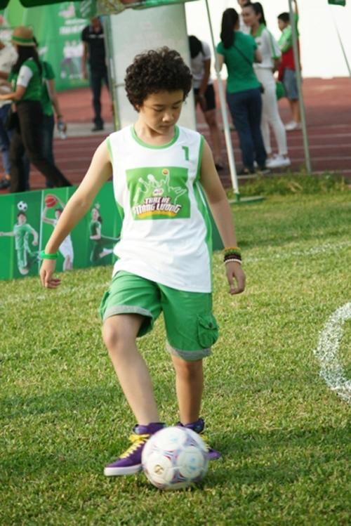 """Công Vinh huấn luyện """"Doraemon tóc xù"""" đá bóng - 5"""